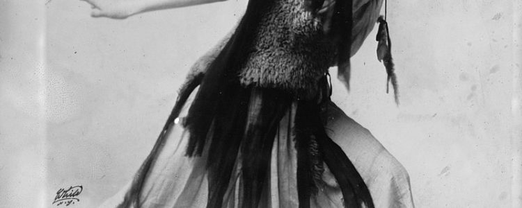 Roaring 20's Hair and Fashion Women's Hairstyles in the 1920's