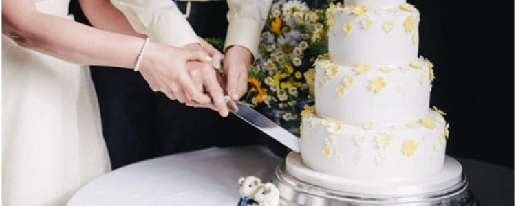 Quick Guide to Wedding-Cake Stands